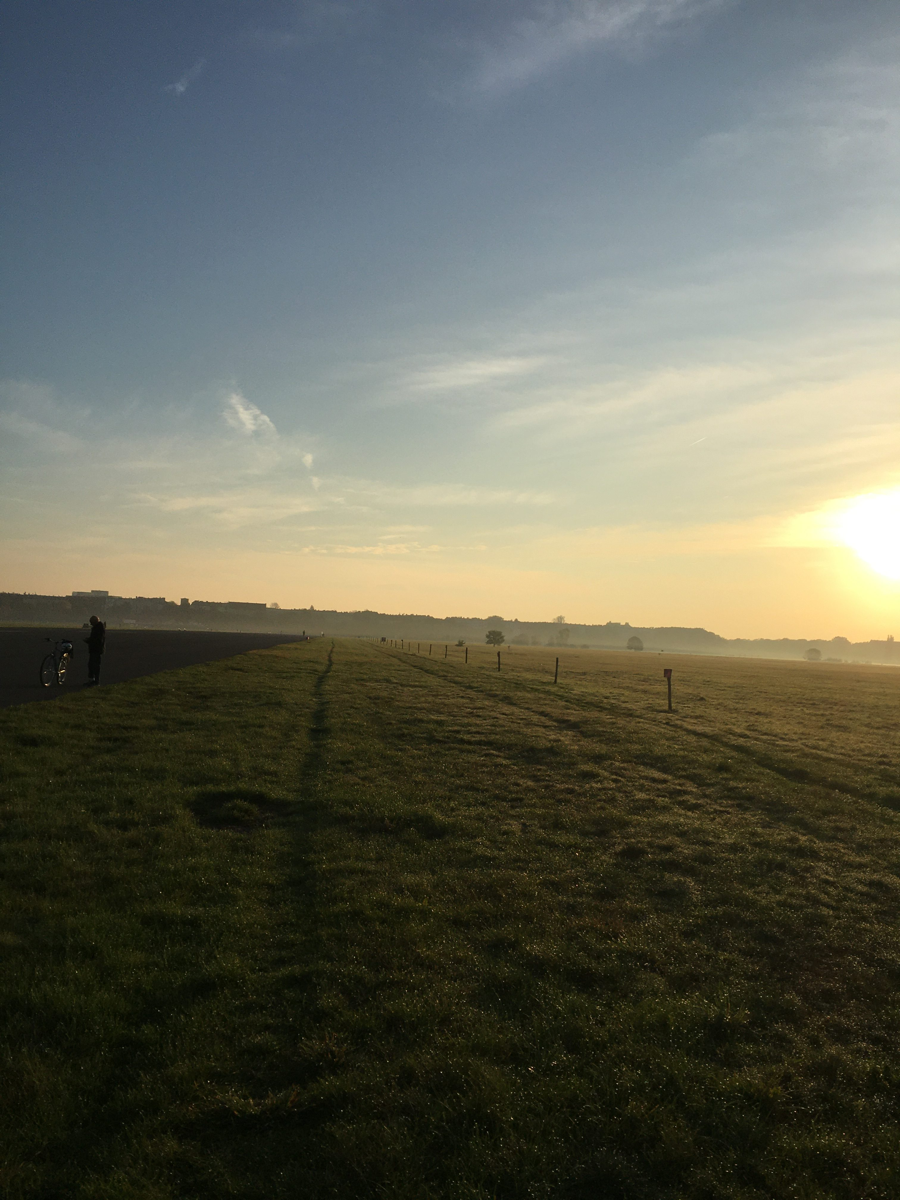 Sonnenaufgang am Tempelhofer Feld
